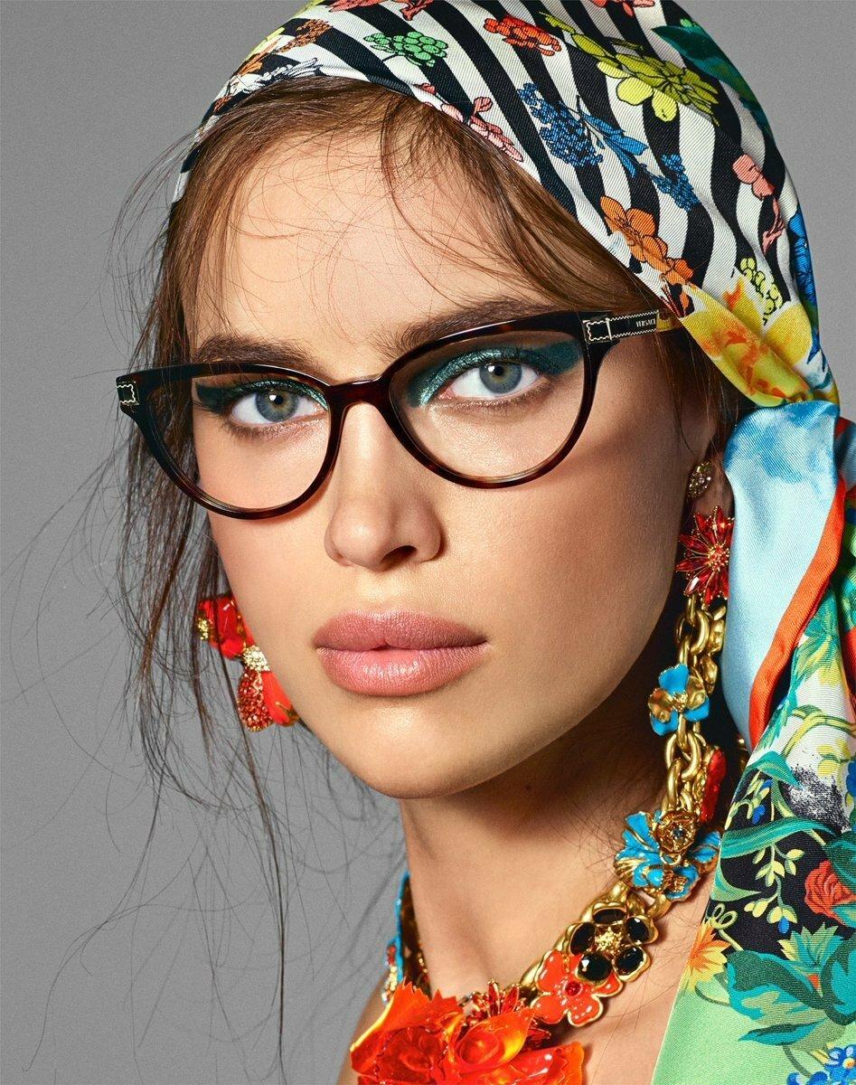 Фото в платке и очках