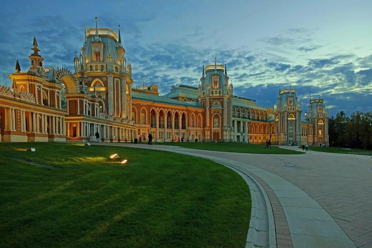 дворцы москвы фото первой половине девяностых