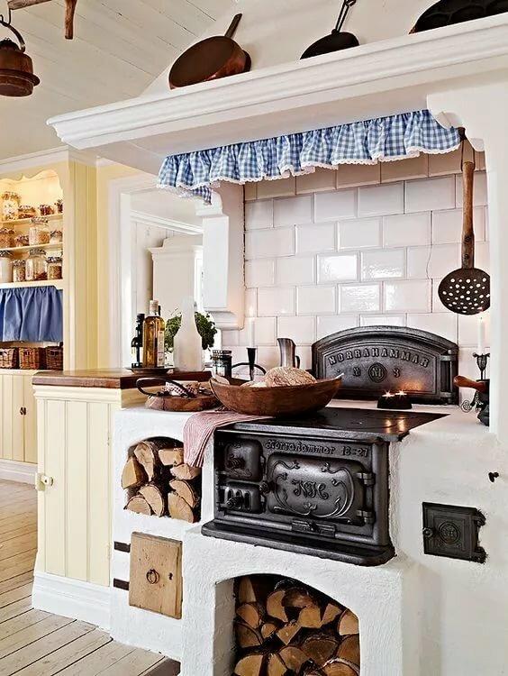такой фото печки по среди кухни больше