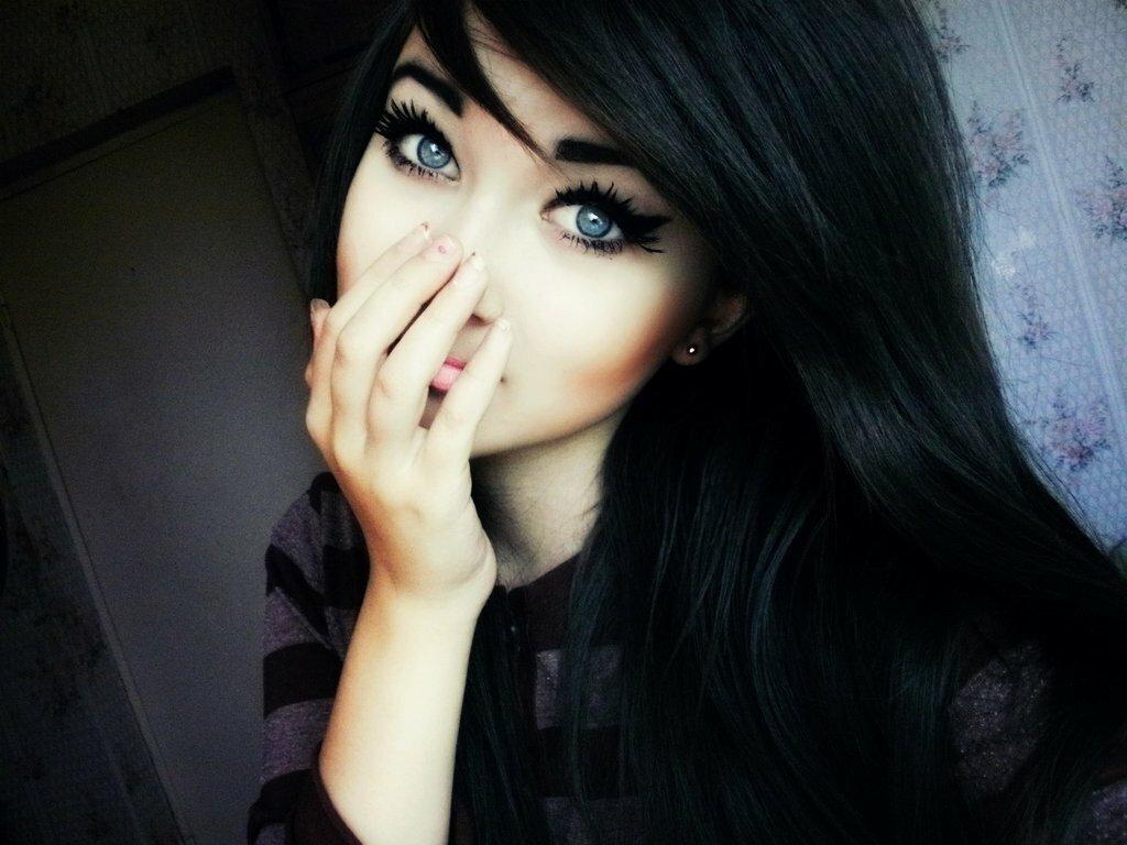 Картинки девчонок с черными волосами