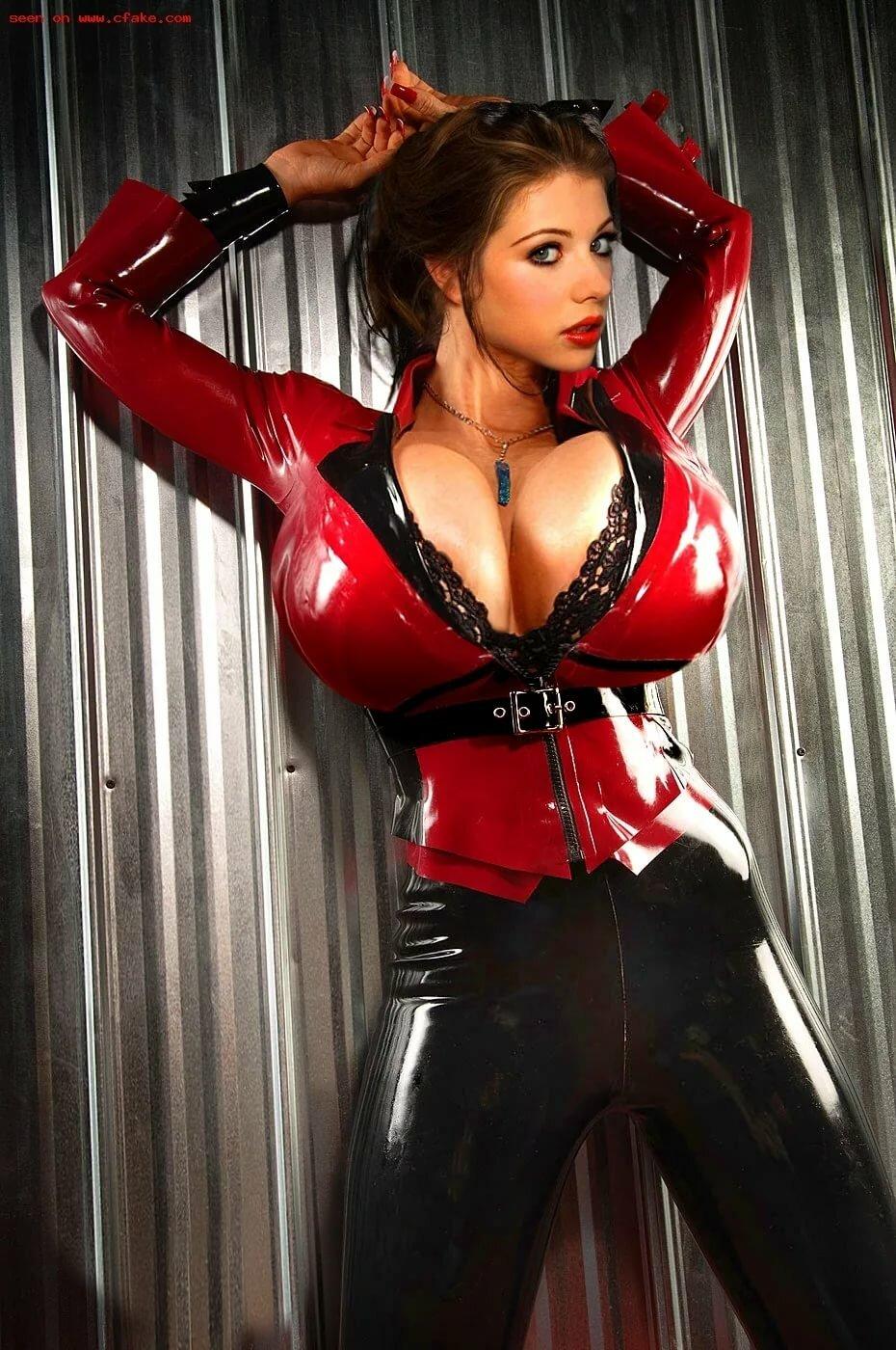 фото девушки с огромными буферами в кожаном белье