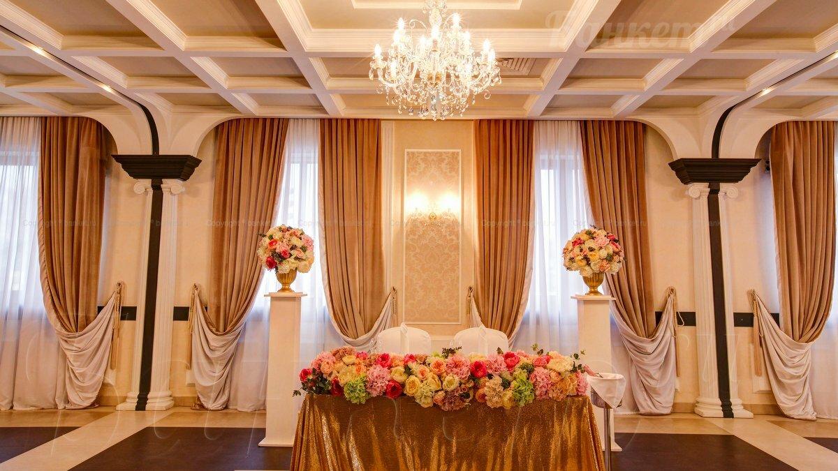 самоцветов, подобранные потолки в банкетном зале фото новгородские яблочники это