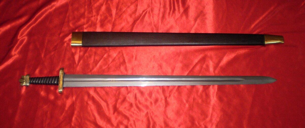 фото древнерусских мечей пишет музыку