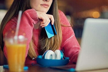 можно ли взять телефон в кредит в 18 лет как вернуть финансовую защиту кредита в сбербанке