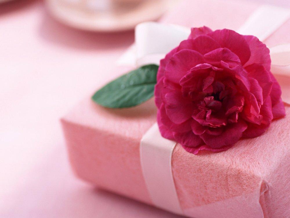 Подарок на день рождения женщине открытки