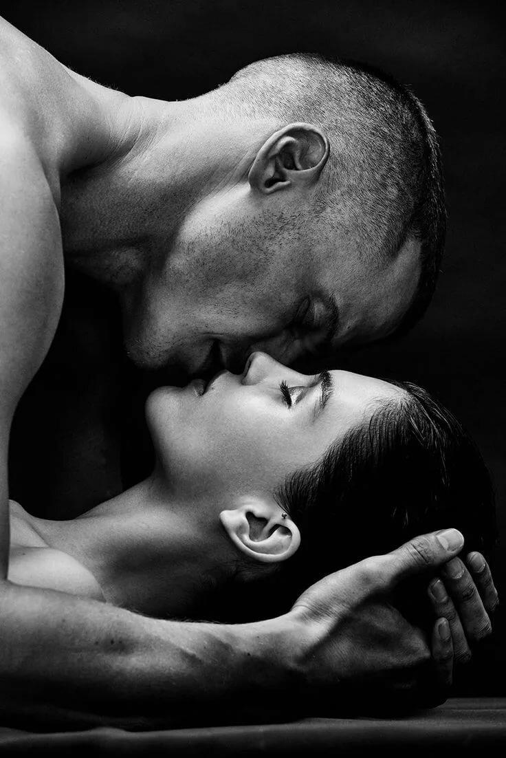 Карандашом, страстные поцелуи в открытках