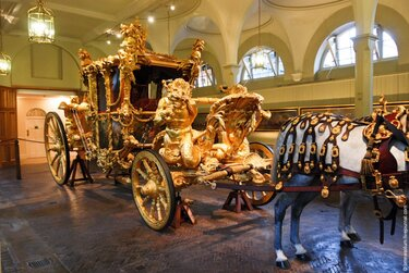 royal mews карета