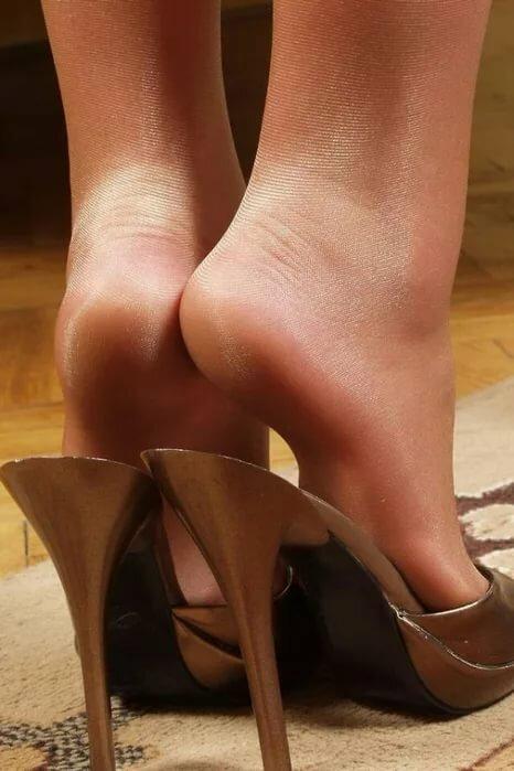 Грязные ножки в нейлоне и туфлях смотреть онлайн, что такое испанский минет