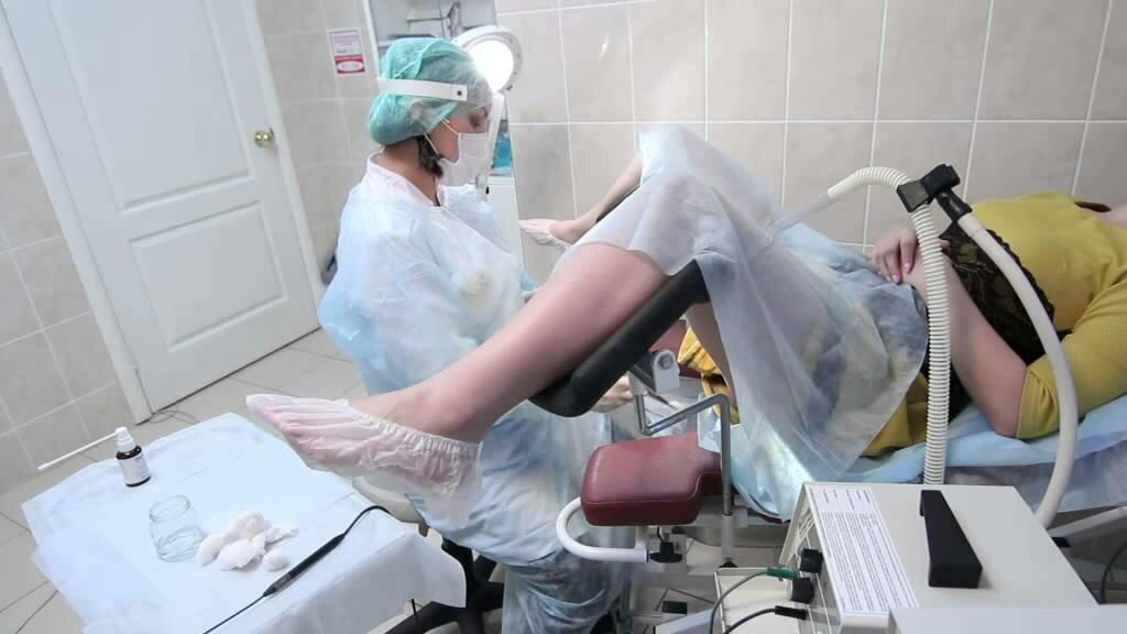 osmotr-proktologa-foto-smotret-devushki-golishok-seks-video