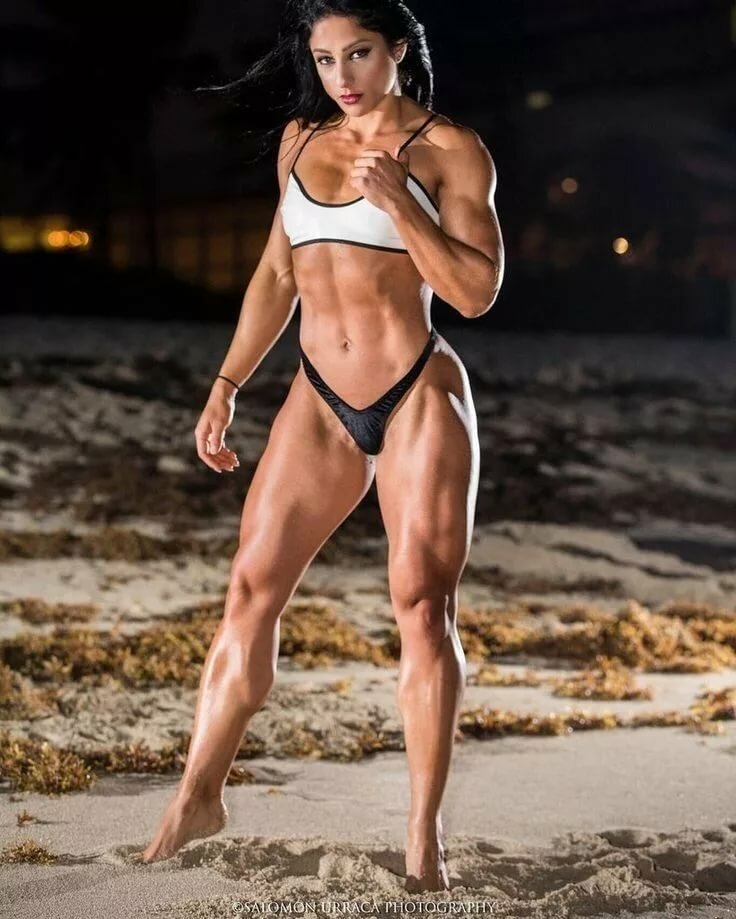 Femme fatale female bodybuilder — pic 5