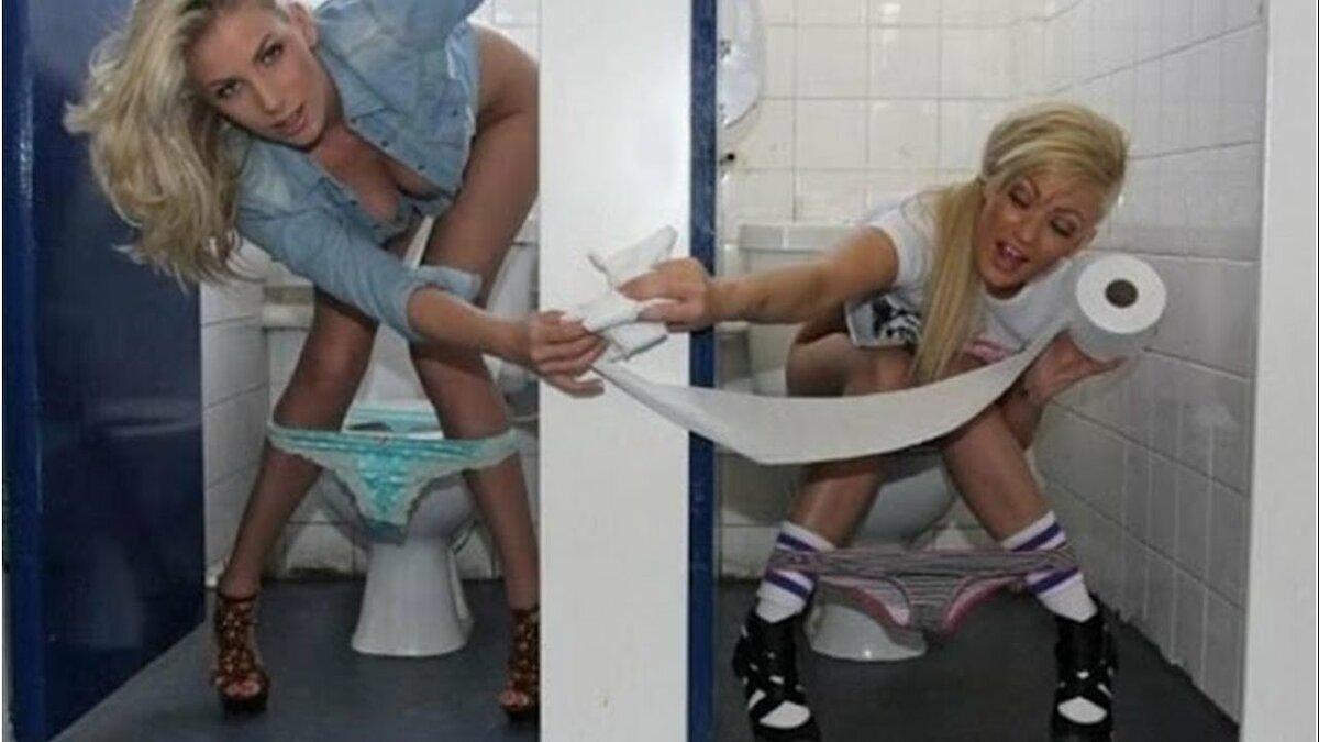 Прикол в туалете порно, в молодое очко смотреть