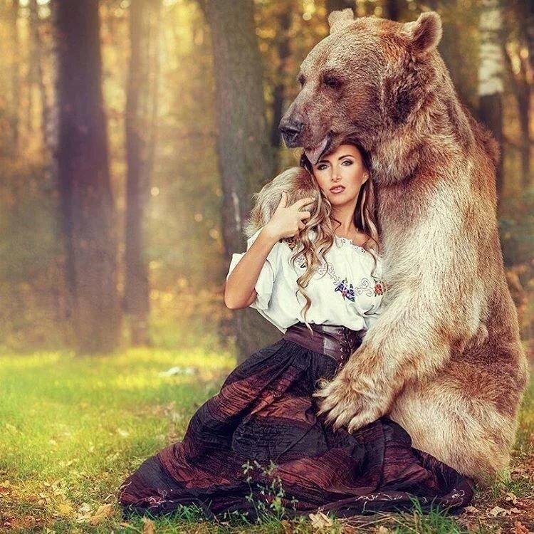 Светлана, открытка девушка с медведем