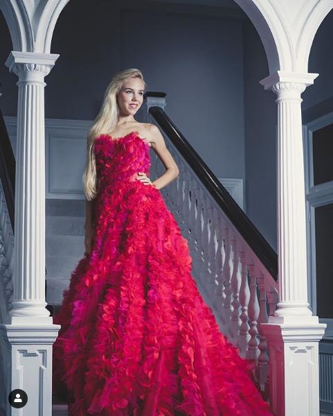 "Screenshot 2019 11 30 Carolina de Bourbon в Instagram «POINT DE VUE   ""Dansez maintenant À Londres, la princesse Maria Caro[...]"