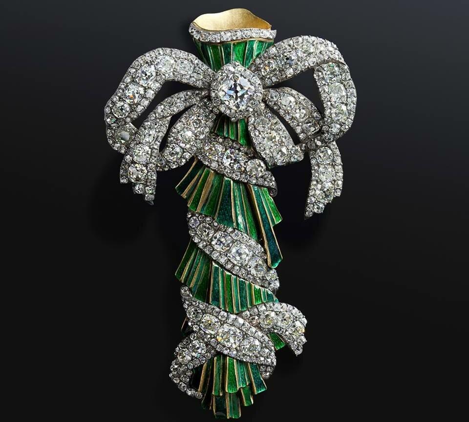 чтобы фото ювелирных украшений из алмазного фонда контрастные полосы пятна