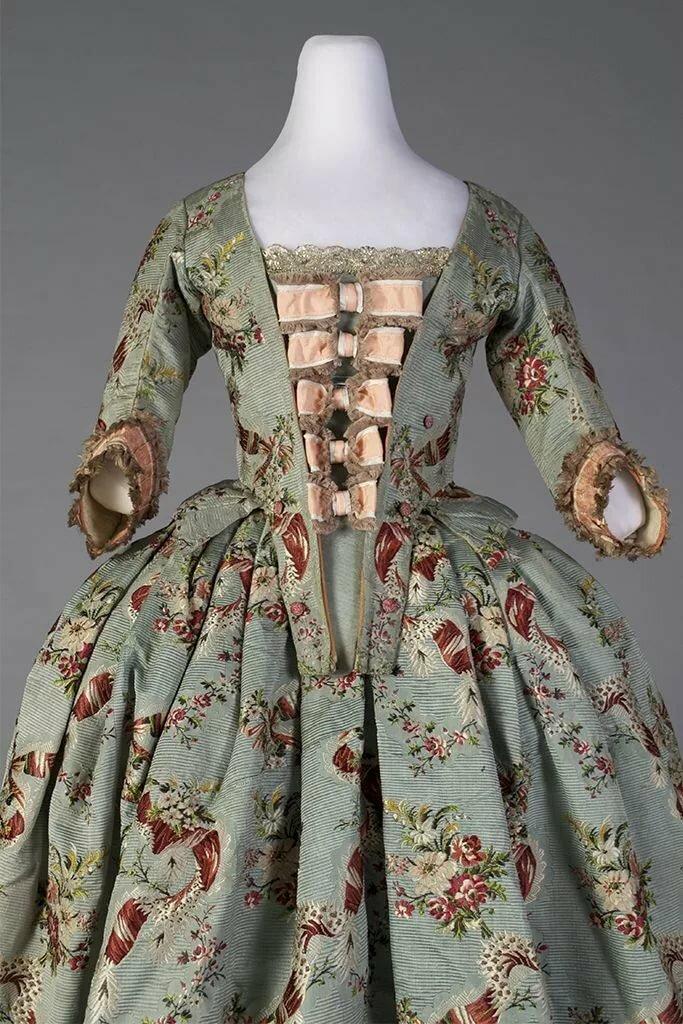 платье рококо картинки наличие
