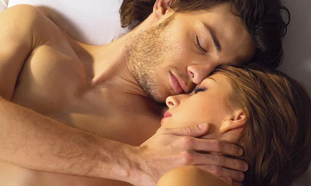 Картинки страстных поцелуев в кровати