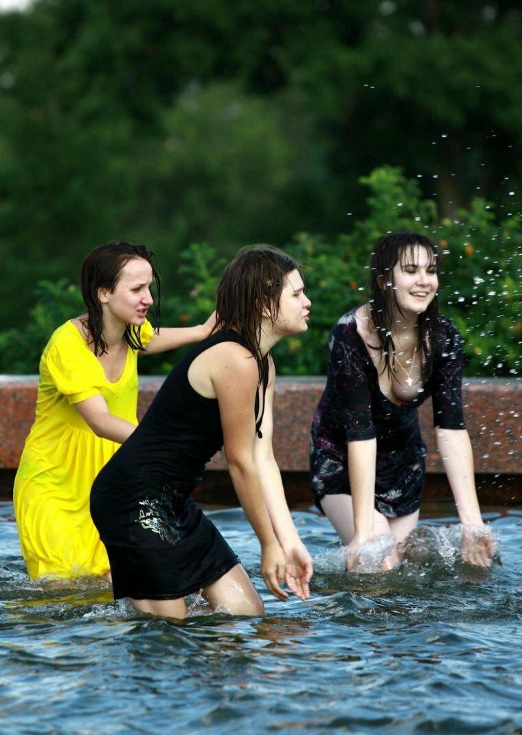 подружки купаются в речке фото рубцов
