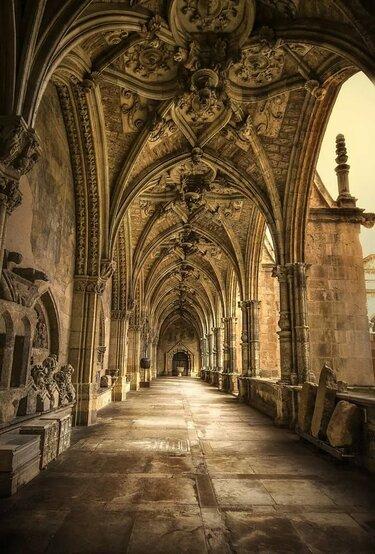 готический собор замок внутри