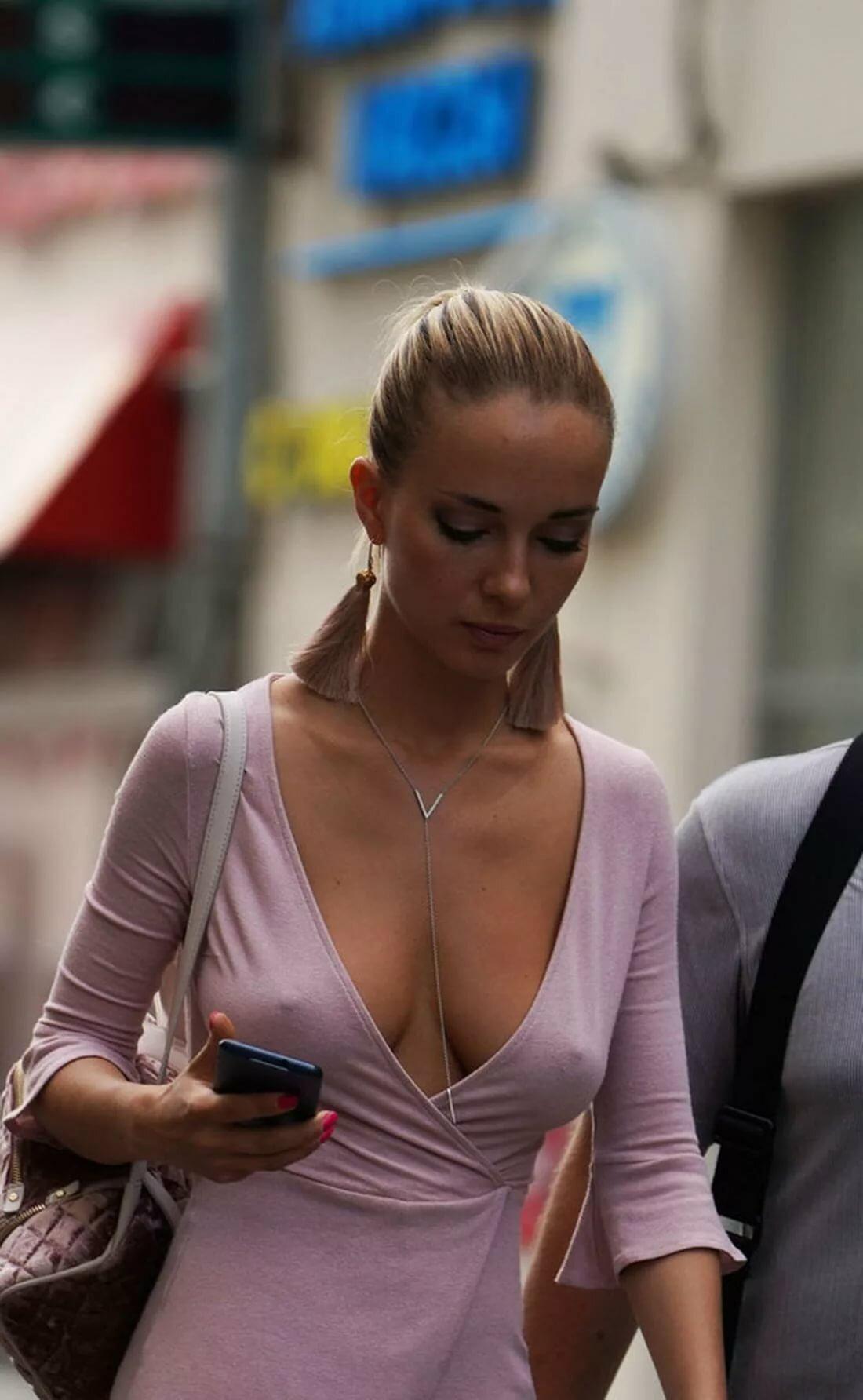 у девушек видать лифчик из пиджака смотреть онлайн сосал