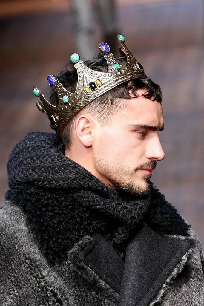 Человек и корона картинки