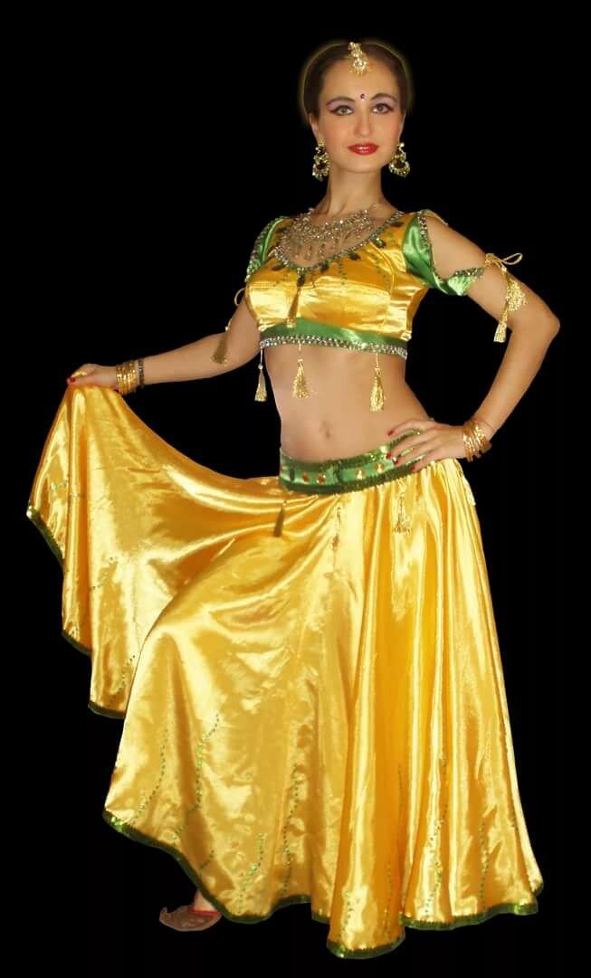 фото индийских костюмов для танцев стоит