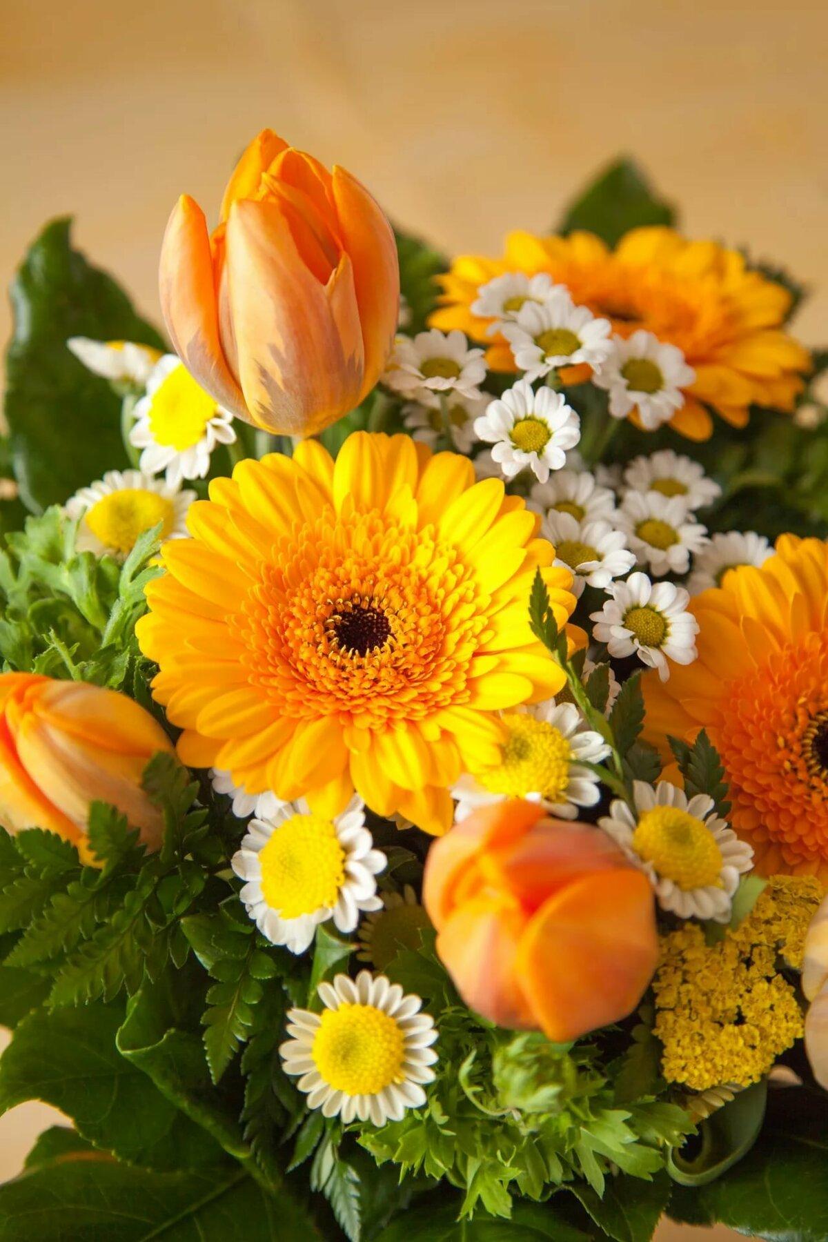 букеты оранжевых цветов долго