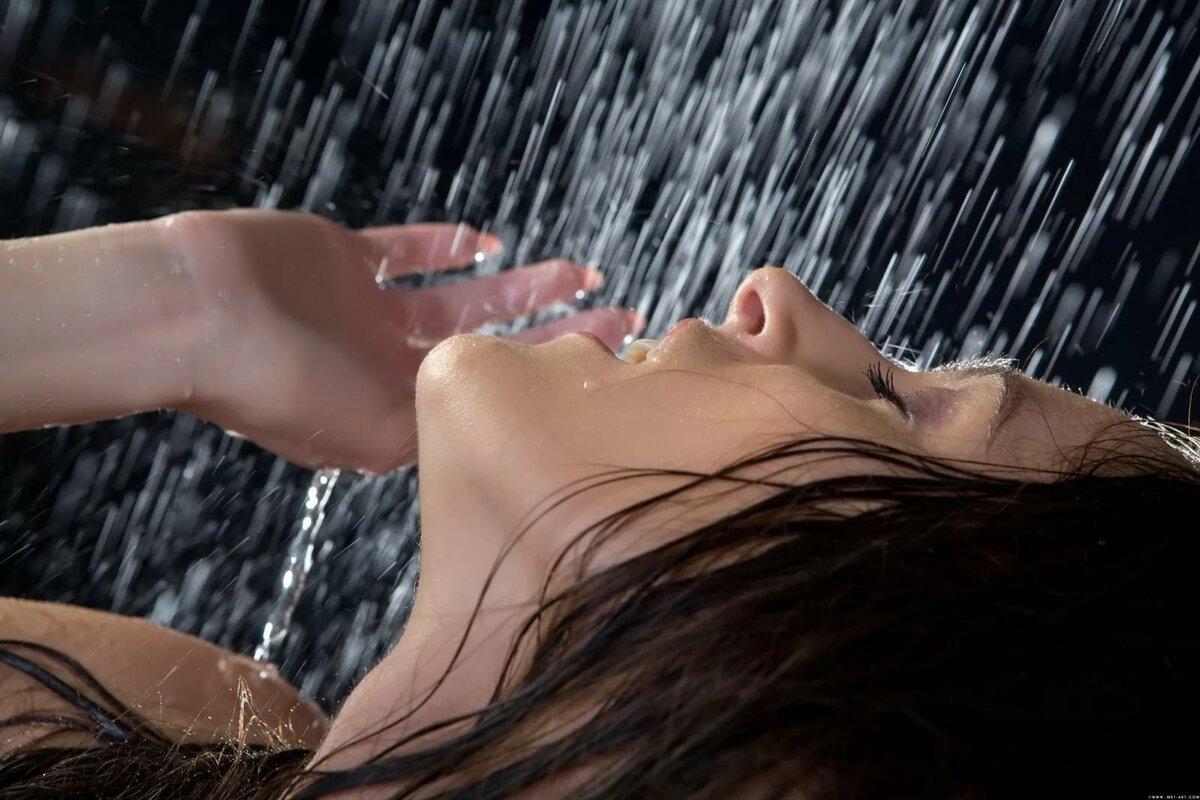 Девушка в каплях воды картинки