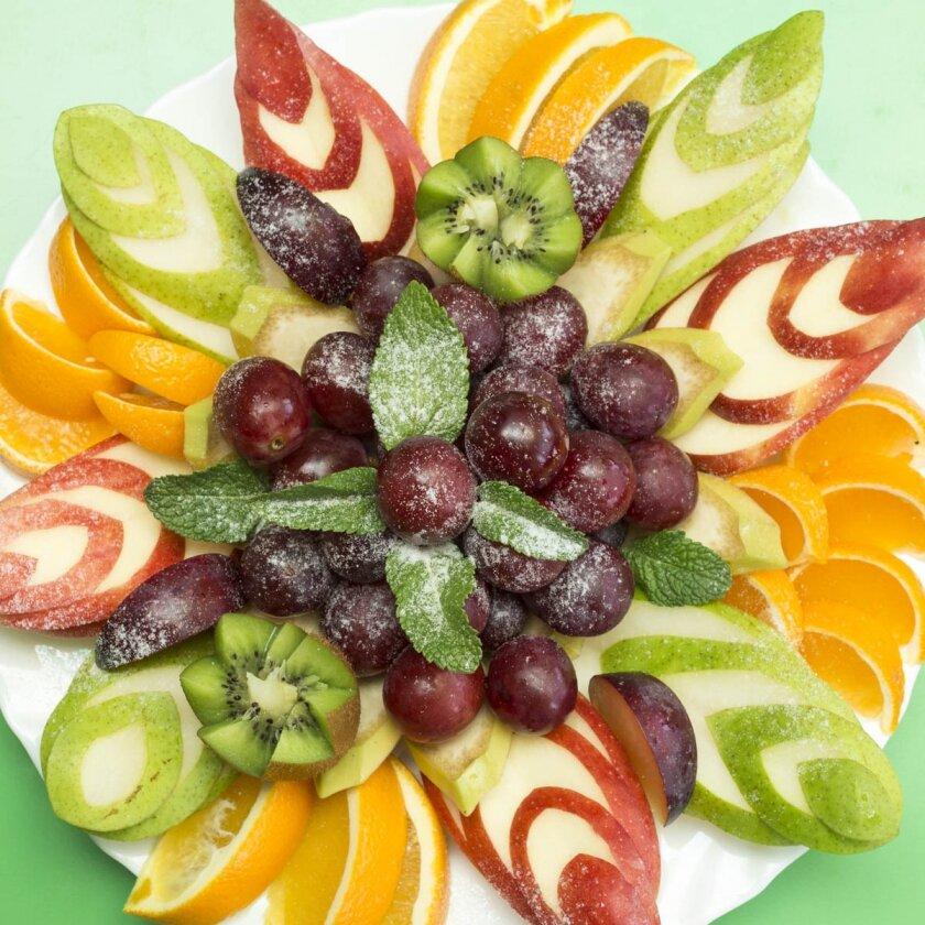 красивая подача фруктов на стол фото сохранить