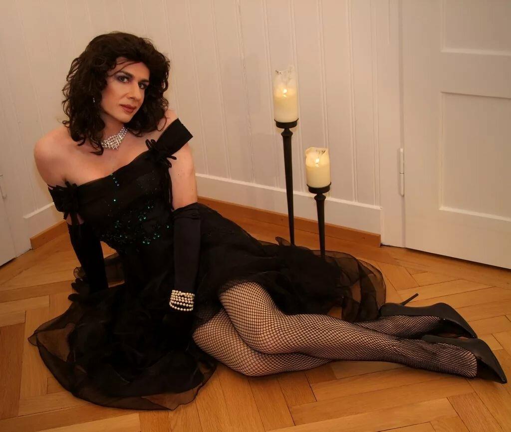 Servants ball photos transvestite