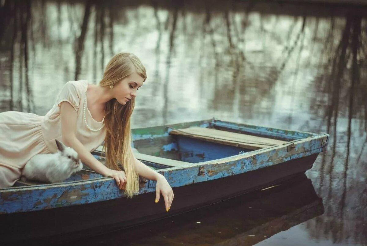 Женщина лодка картинки