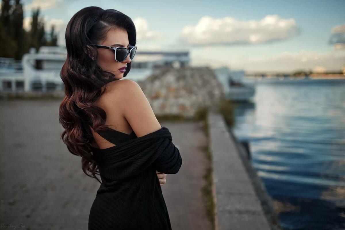 Брюнетки в черном платье картинки