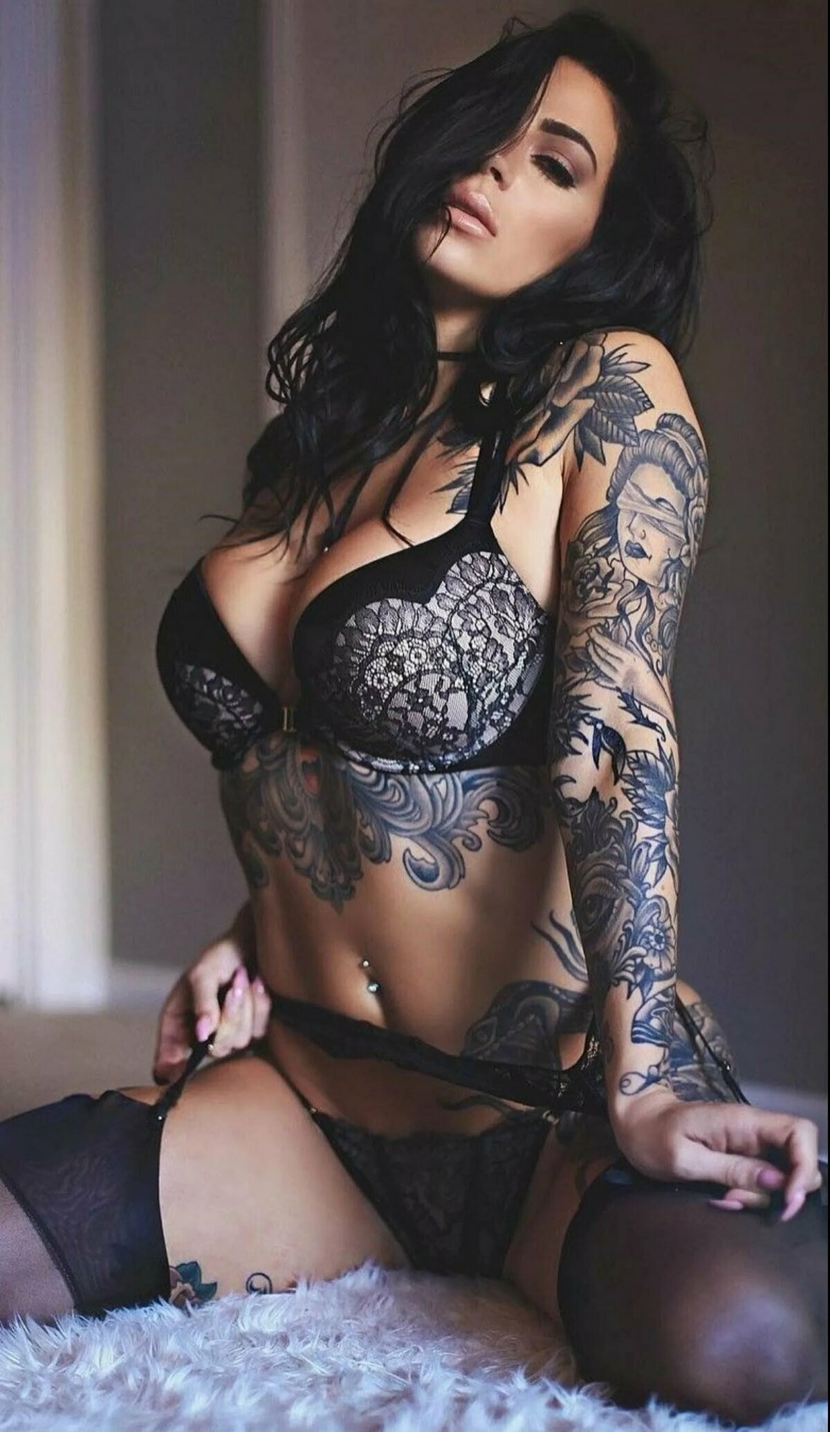 Nude Tattoed Girls