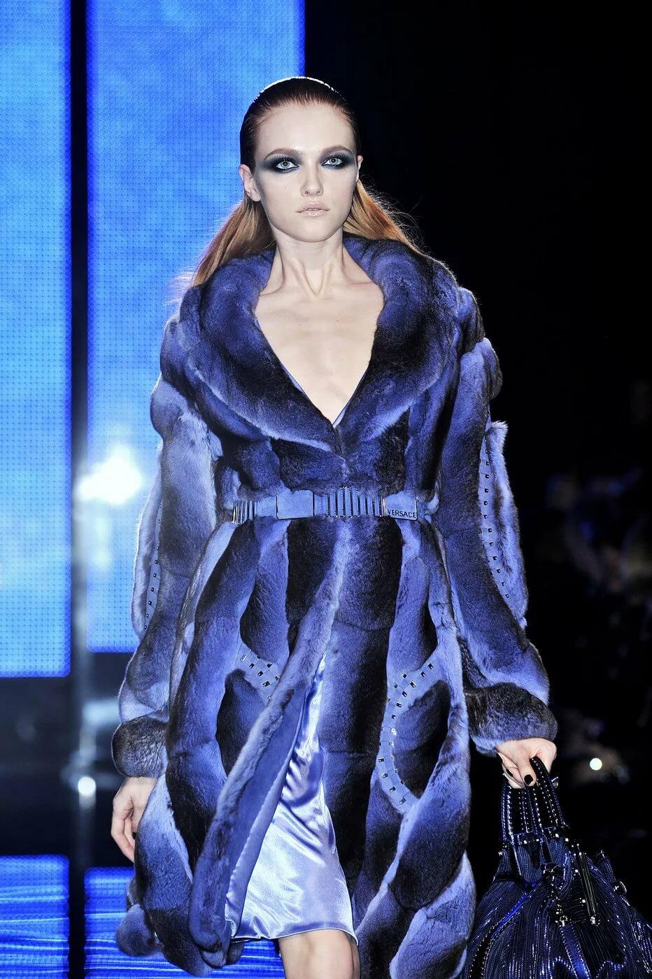 "Шикарная синяя шубка Versace из коллекции 2009 "" - карточка"