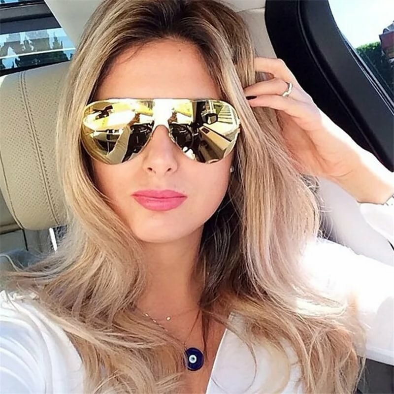 Картинка блондинка в солнцезащитных очках