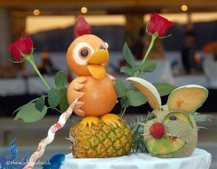 Как красиво украсить торт фруктами фото думаю