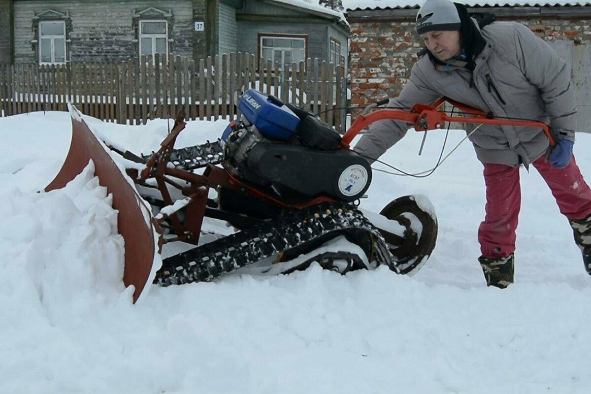Гусеничный снегоуборщик из мотоблока