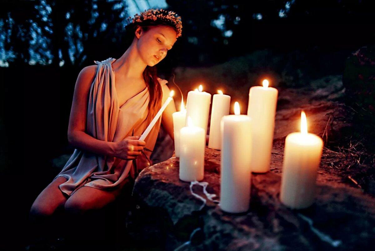 Картинки девушка над свечей