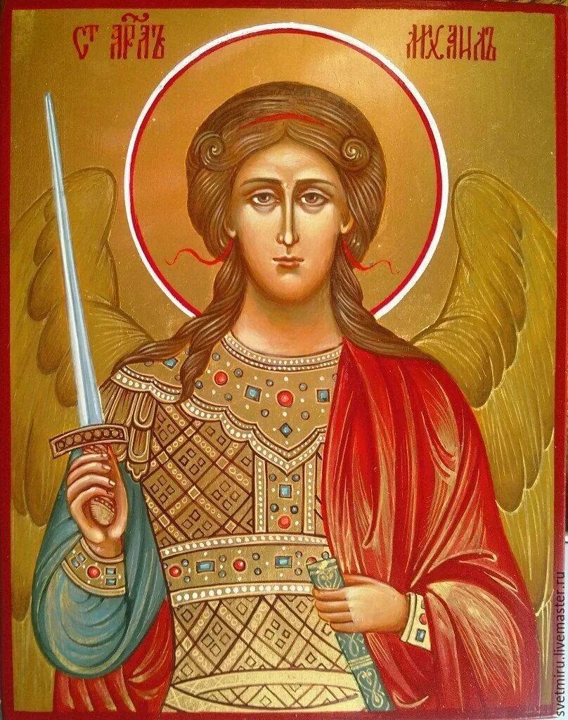 княжна, принявшая фото иконы святого михаила охотно позировала