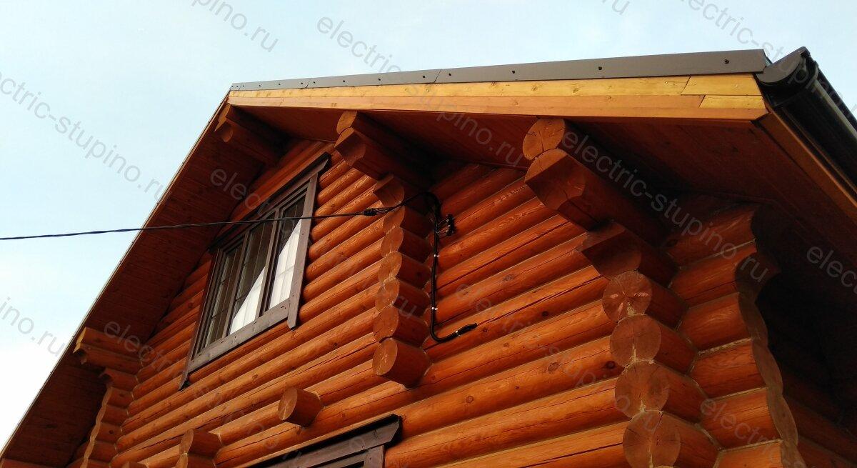 Крепление СИП провода к стене деревянного дома в ДНП