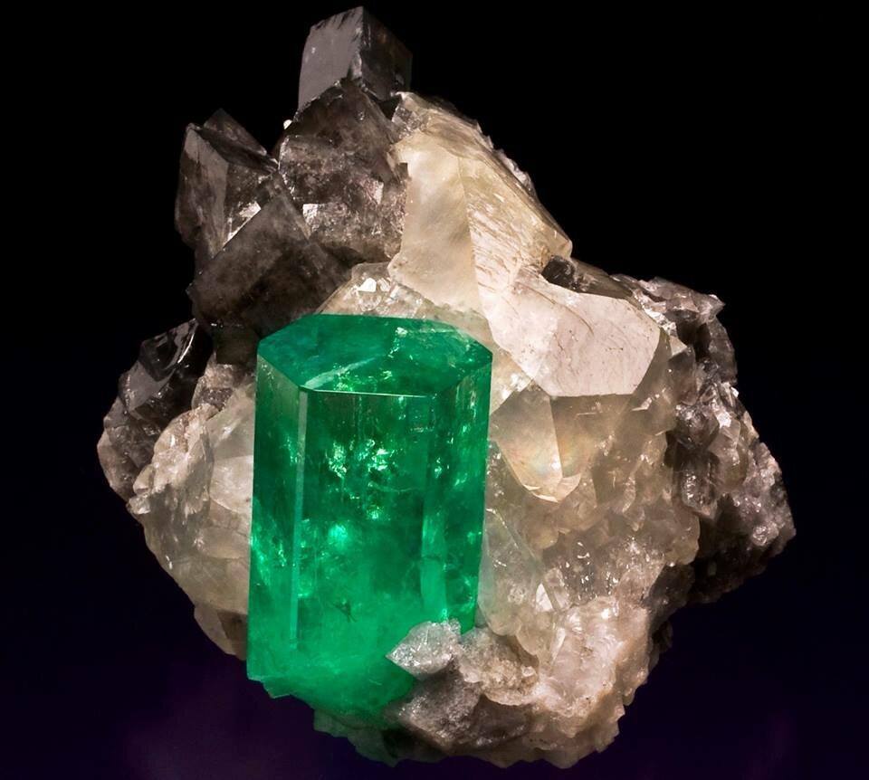 Природные полудрагоценные камни фото и название этого