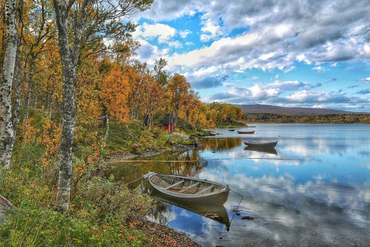 Лодки осень картинки