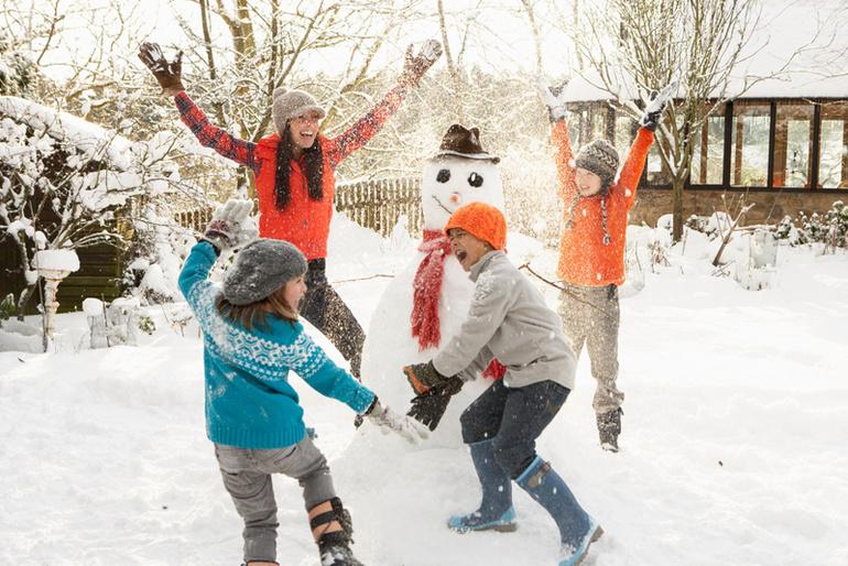 Зимние картинки дети играют во дворе, картинки