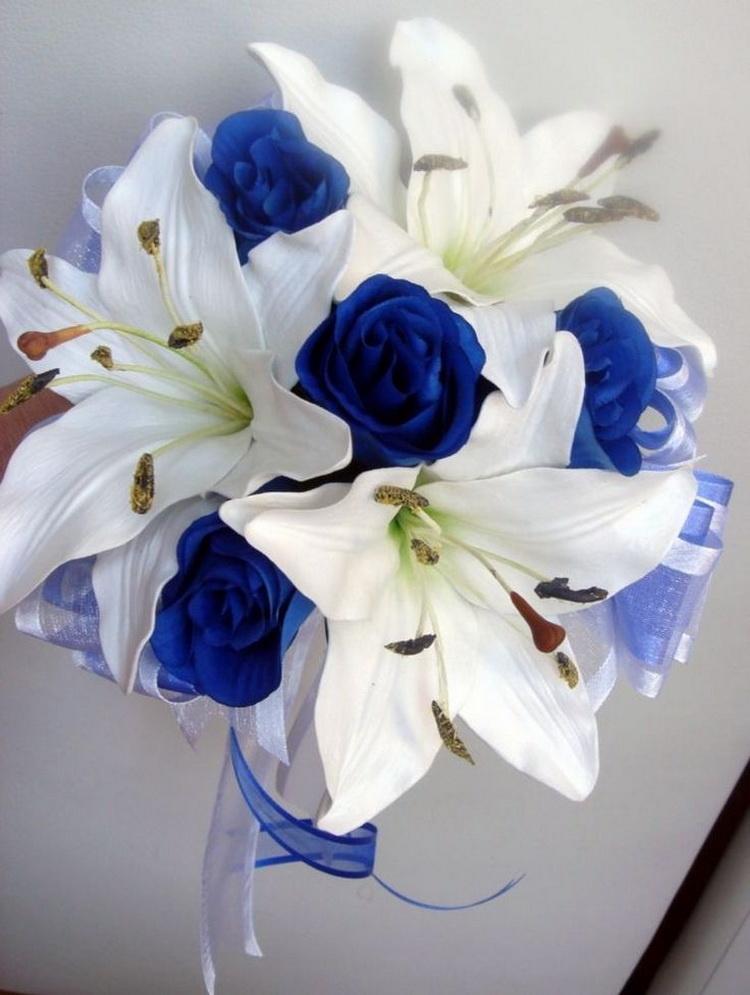 Букет из синих лилий фото