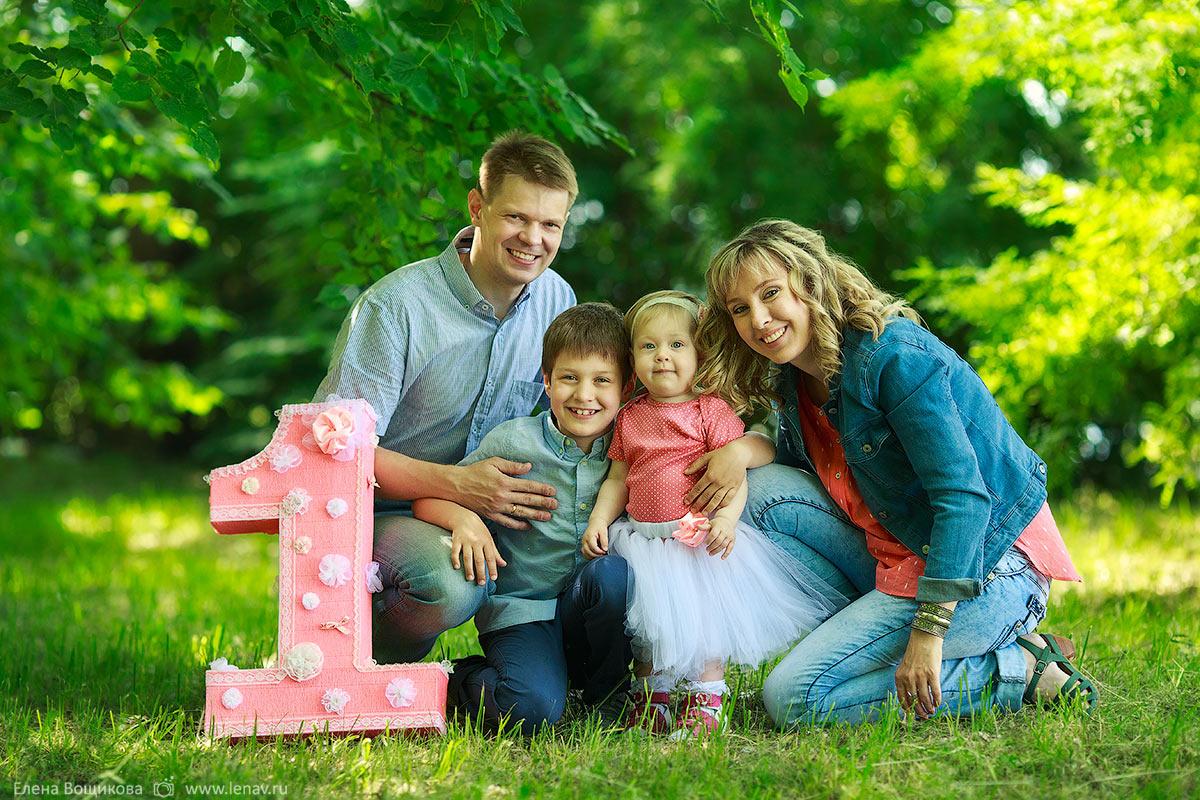 как поставить семью на фотосессию первый человек, который