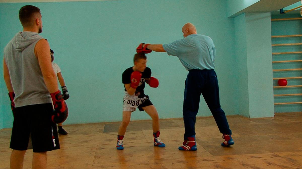 Вы можете посетить залы и посмотреть тренировки, а так же побеседовать с тренером.