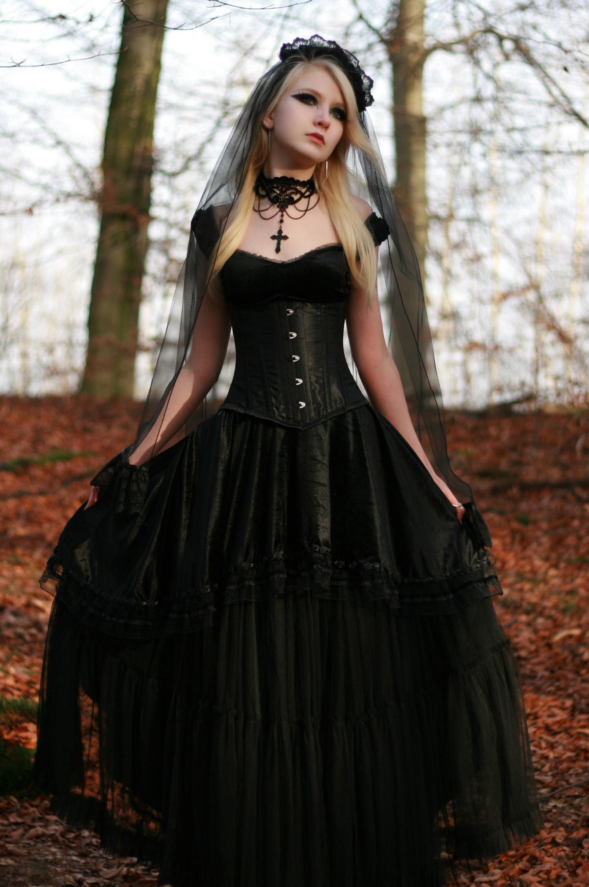 помощью готическая одежда стиль фотки вам сопутствует