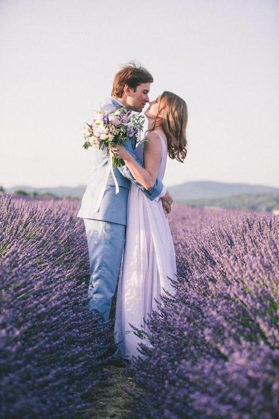 Картинка с лавандовой свадьбой