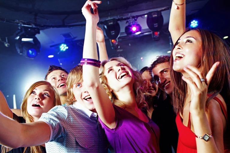девушки в ночном клубе котором
