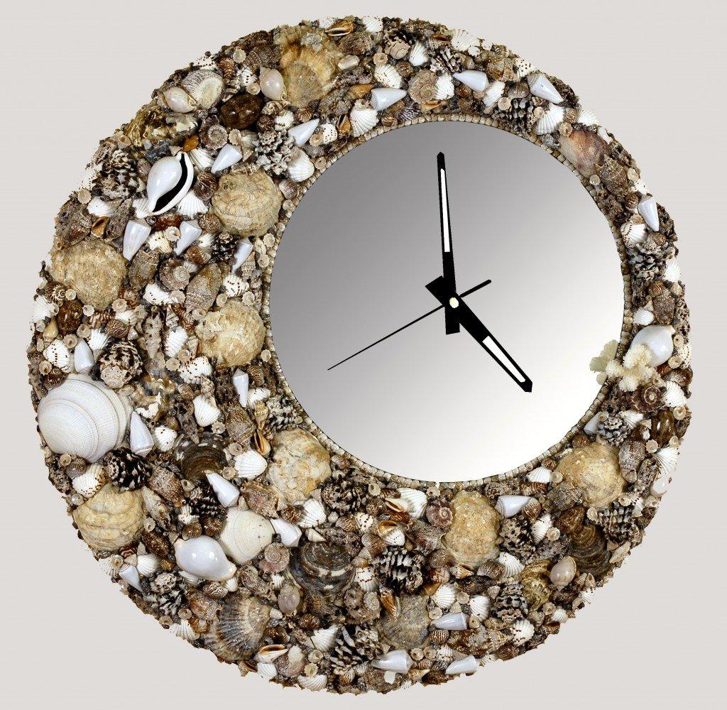 У нас уже был подобный мастер-класс с использованием зеркала, но сейчас на его основе мы сделаем еще более интересную вещь для дома – настенные часы с эффектом бесконечности.
