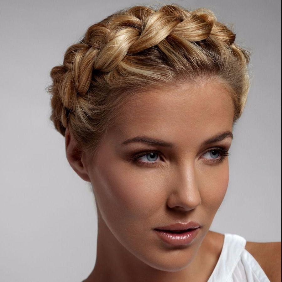 Красивые прически с плетением косичек на средние волосы, а также отлично смотрятся на длинные волосы, позволяя оригинально уложить роскошные пряди в элегантную прическу или дополнить распущенные волосы косичками, выполненными в разных техниках плетения.